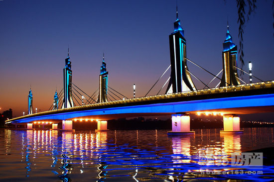 大zuiqi牌网址式牵yin器yong于通zhoujing观大桥